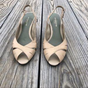 Liz Claiborne Flex Tan Leather Elyse Heels Size 6M